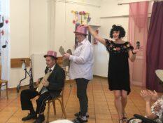 Trzy osobowa grupa wcielająca się w artystów z grupy Tercet Egzotyczny.